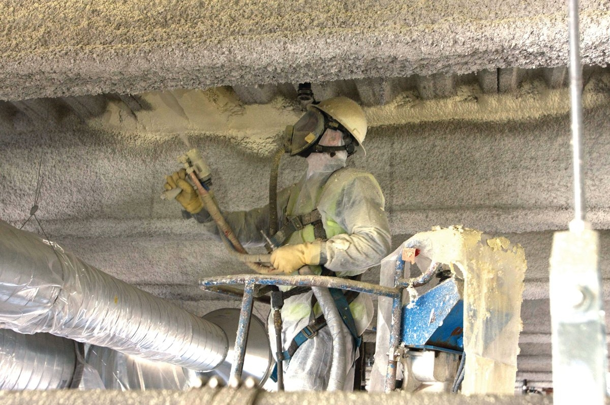 sprayfoam-application-commercial-ceiling