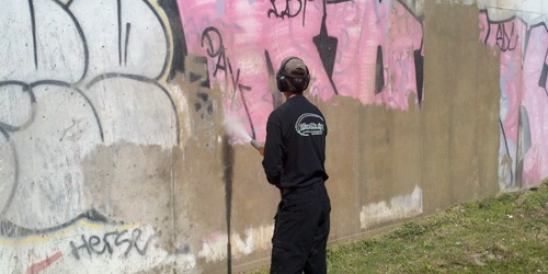 Vapor blasting for graffiti removal
